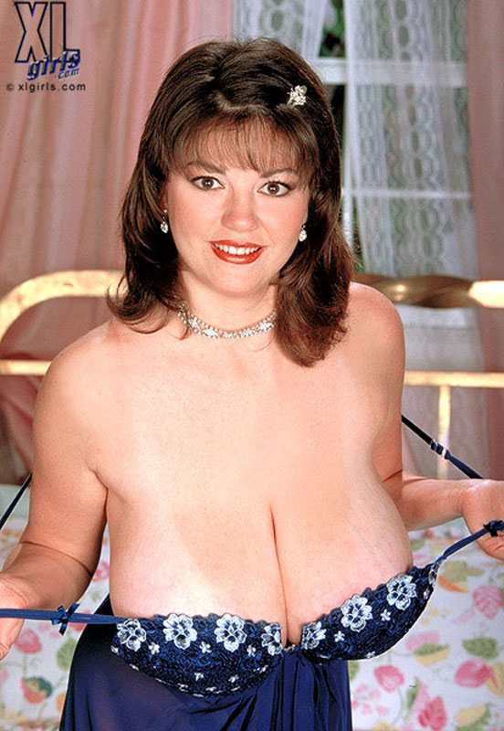 Diane Poppos Bbw Coed Cherry 1